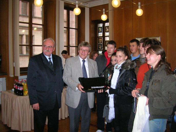 Schüllergruppe aus Kosovska Mitrovica zu in Nürnberg